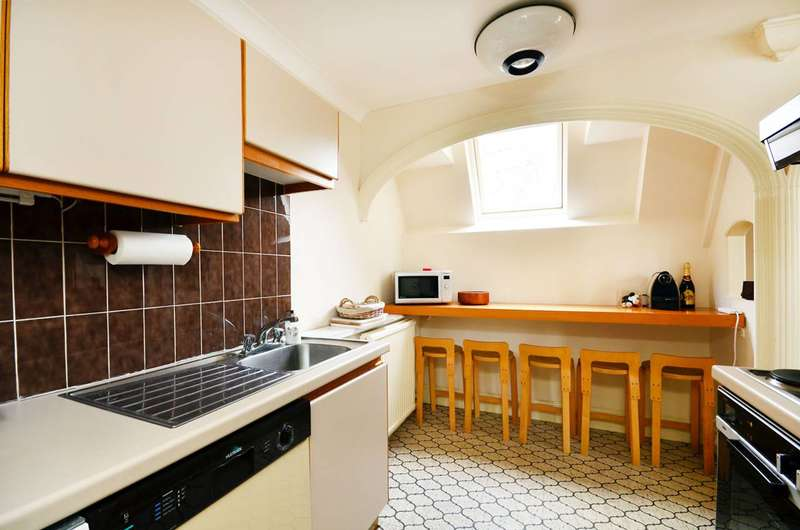 Flat in  Harrington Gardens  Kensington  SW7  Richmond
