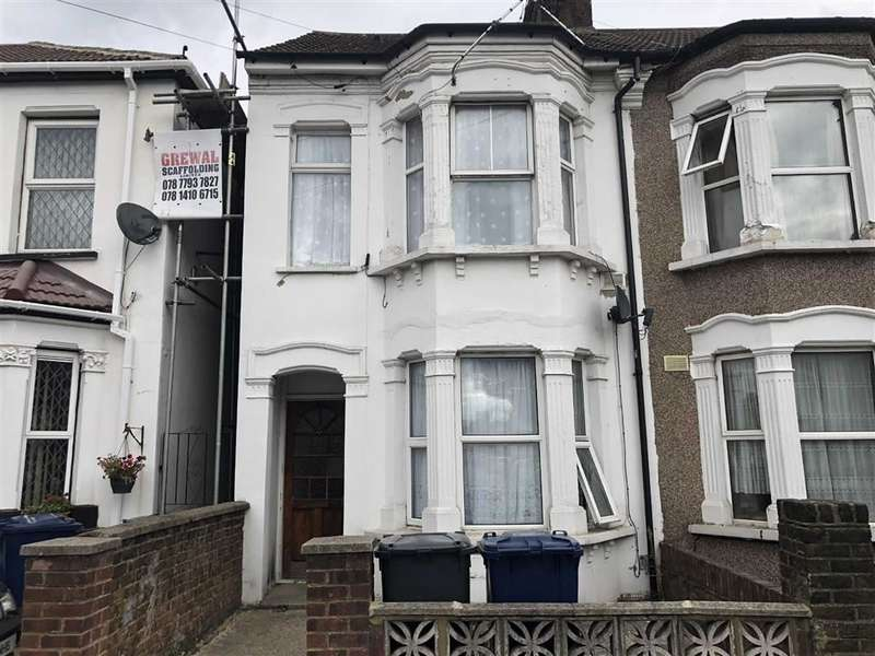 Flat in  Dudley Road  Southall  Middlesex  UB2  Richmond