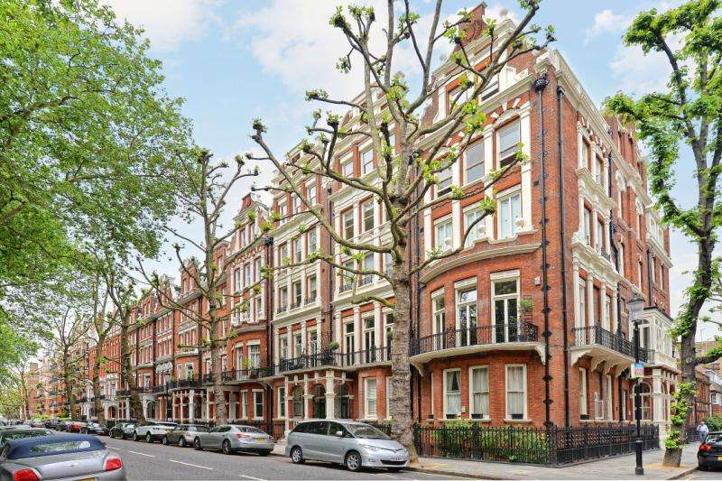 Flat in  Bramham Gardens  Earls Court  London  SW5  Richmond