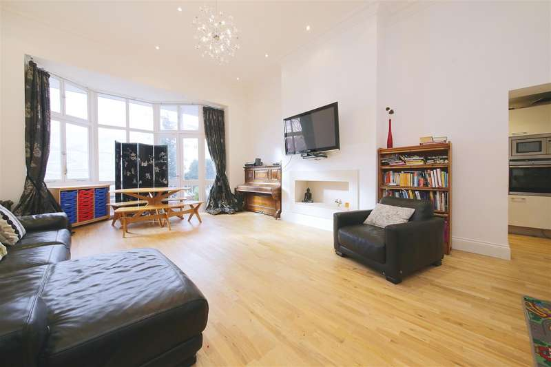 Flat in  Fitzjohns Avenue  Hampstead  NW3  Richmond