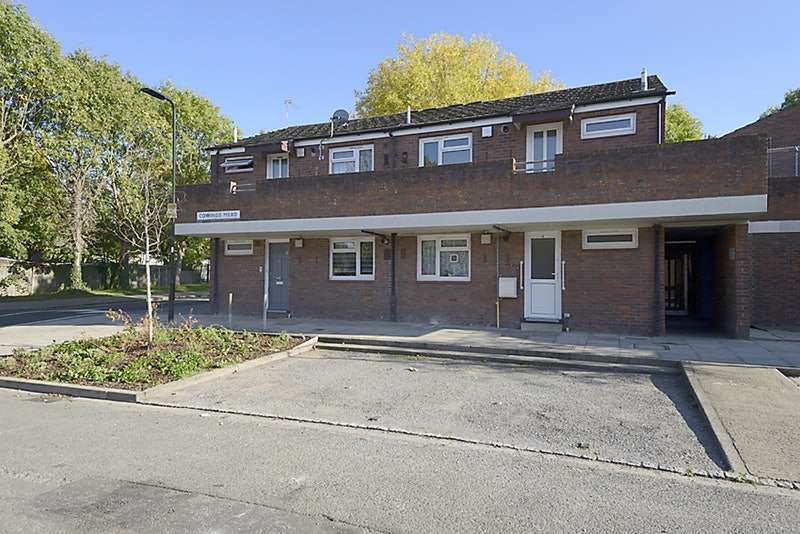 Flat in  Cowings Mead  Northolt  UB5  Richmond