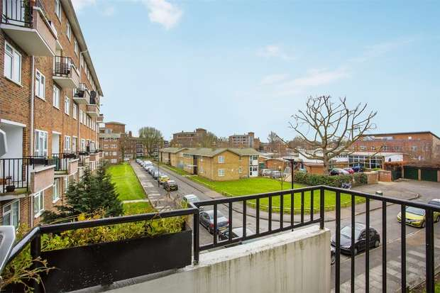 Flat in  Fauconberg Road  Chiswick  W4  Richmond