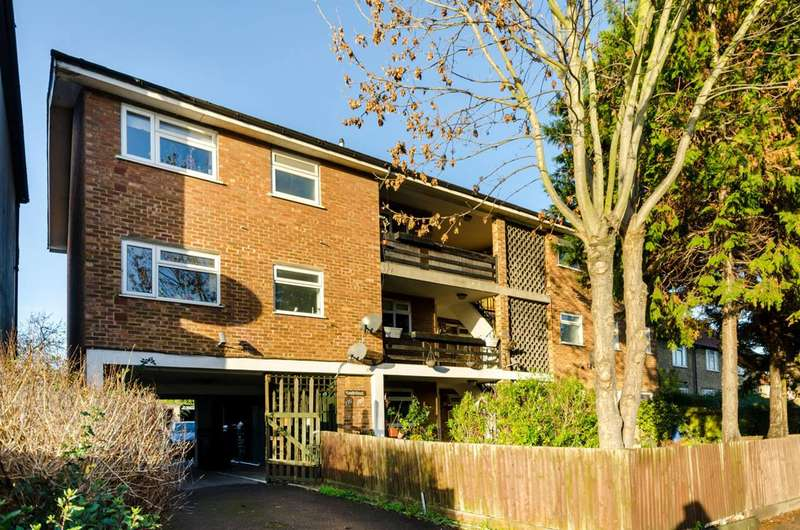 Flat in  Wrythe Lane  Carshalton  SM5  Richmond