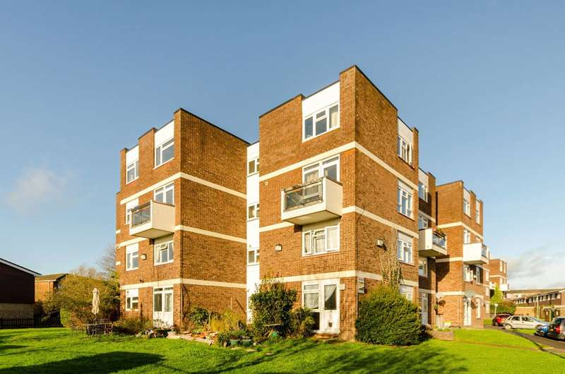 Flat in  Hobill Walk  Surbiton  KT5  Richmond