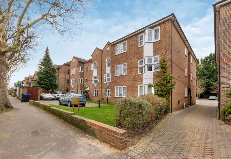 Flat in  Overton Road  Sutton  SM2  Richmond