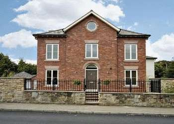 5 Bedrooms Detached House for sale in Hillock Lane, Gresford, Wrexham