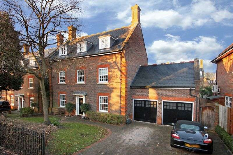 6 Bedrooms Detached House for sale in Regents Drive Woodford
