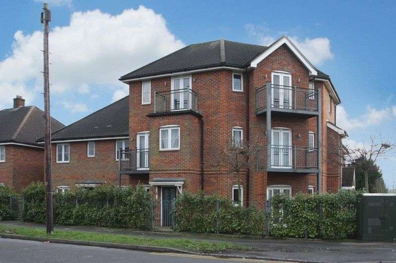 2 Bedrooms Flat for sale in Cressex Road, High Wycombe
