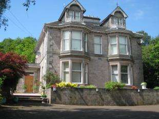 4 Bedrooms Detached House for sale in Upper Carman Road, Renton
