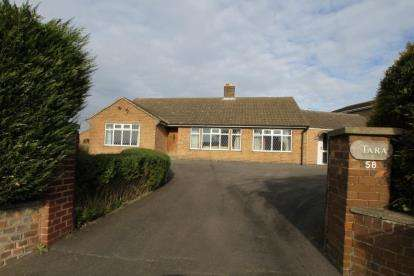 3 Bedrooms Bungalow for sale in Chesterfield Road, Eckington, Sheffield, Derbyshire