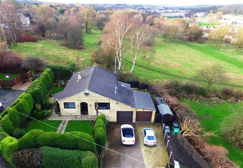 4 Bedrooms Detached House for sale in Rock Edge, Knowler Hill, Liversedge, WF15 6DY
