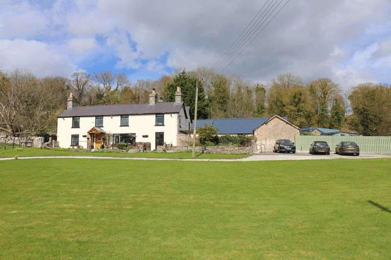 5 Bedrooms Detached House for sale in Barkers Well Lane, Denbigh