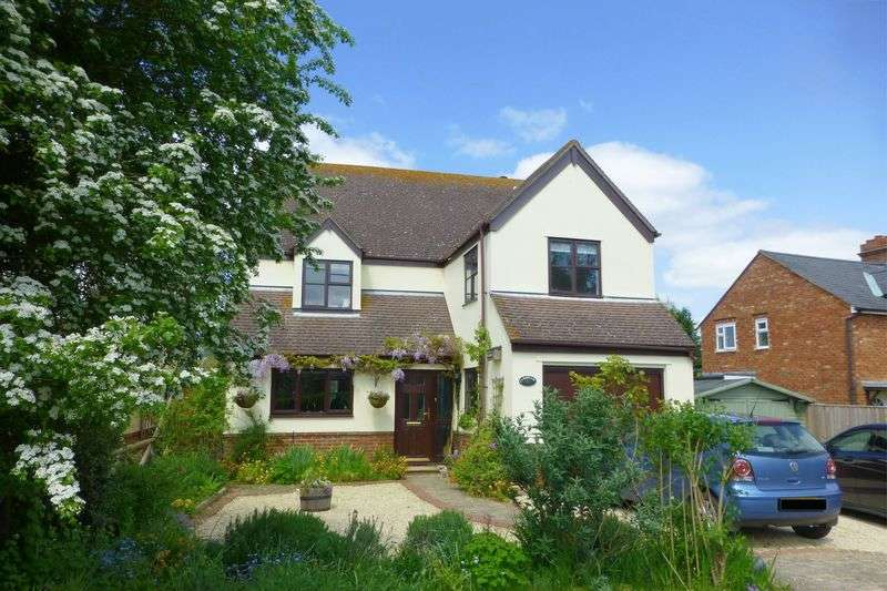 5 Bedrooms Detached House for sale in Station Road, Blackthorn