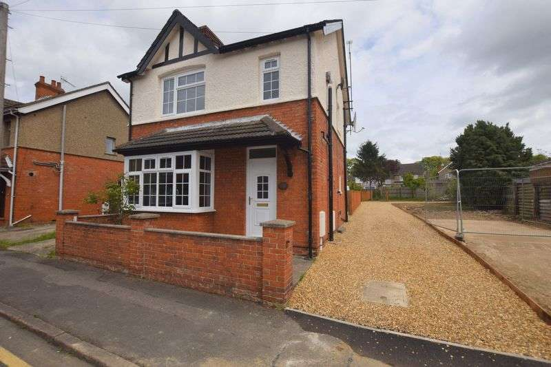 3 Bedrooms Detached House for sale in Lennox Road, Bletchley, Milton Keynes