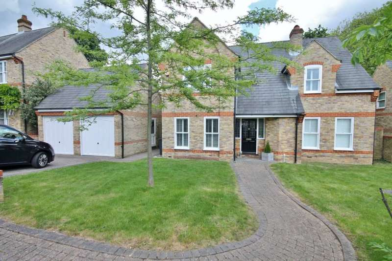 4 Bedrooms Detached House for sale in The Chesters, New Malden