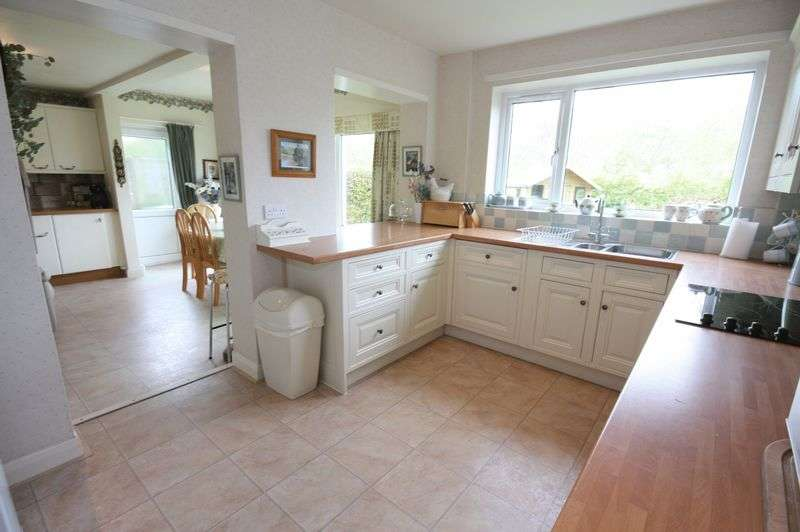 5 Bedrooms Detached House for sale in Wold Croft, Sutton on Derwent