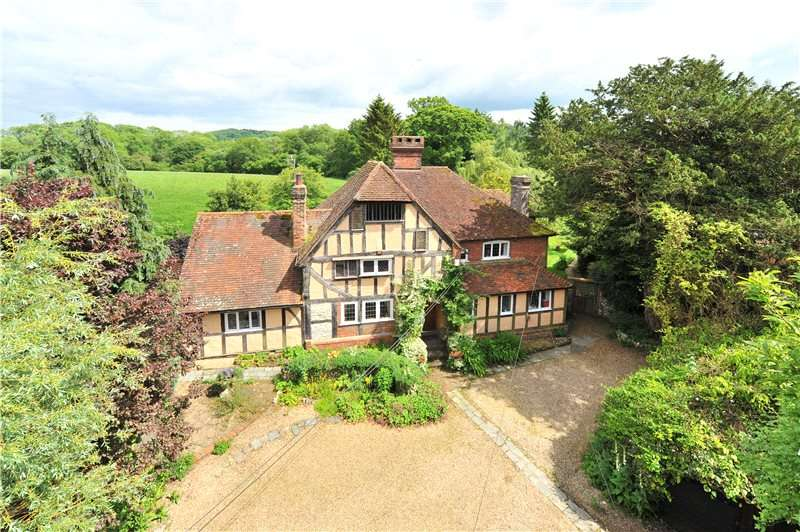 4 Bedrooms Detached House for sale in Hurst, Petersfield, Hampshire, GU31
