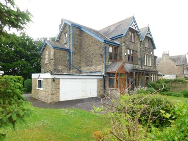 6 Bedrooms Semi Detached House for sale in 22 Staveley Road, Nab Wood, Shipley