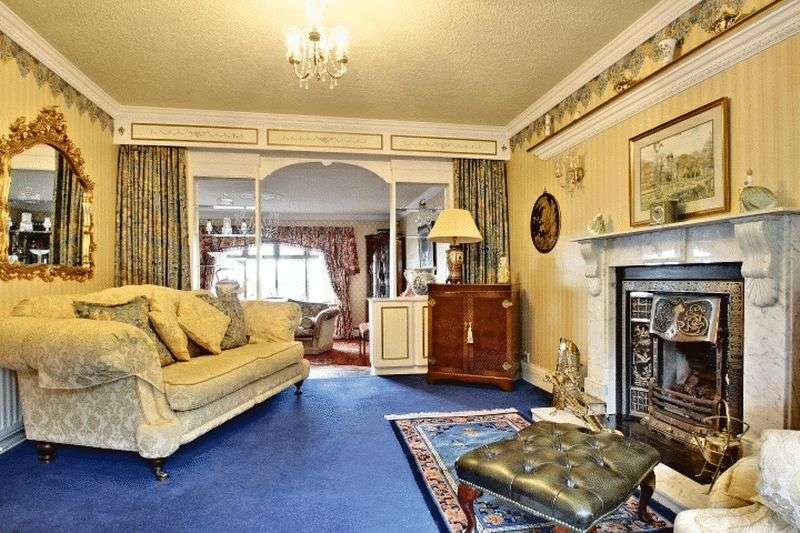 4 Bedrooms Detached House for sale in Chapel Lane, Stoke-On-Trent