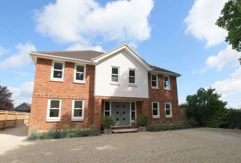 4 Bedrooms Detached House for sale in Risborough Road, Little Kimble