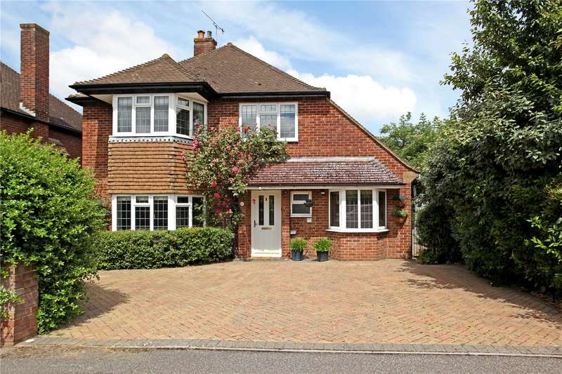 3 Bedrooms Detached House for sale in Marlyns Drive, Guildford, Surrey, GU4