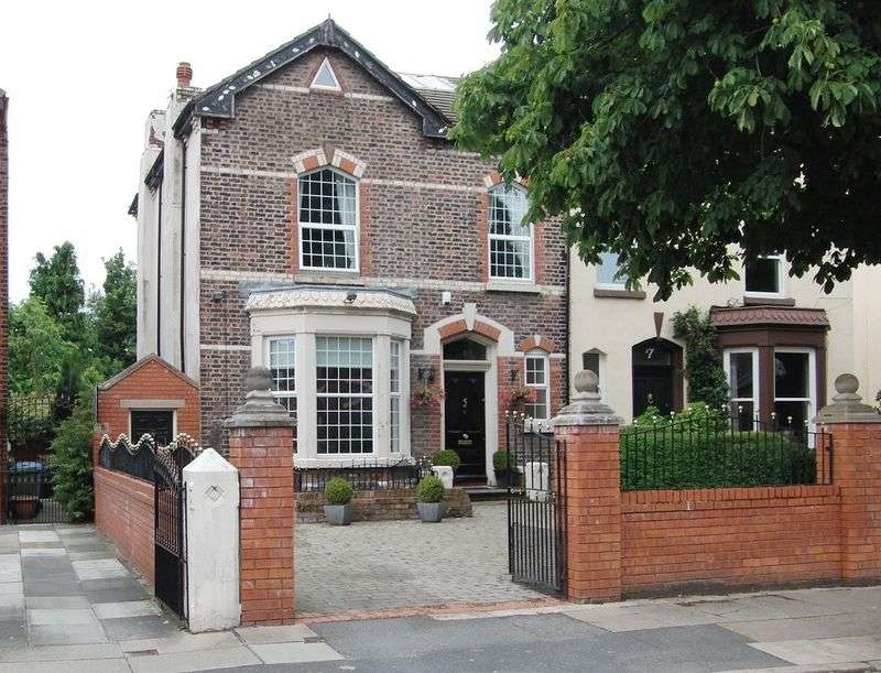 4 Bedrooms Semi Detached House for sale in Victoria Drive, Orrell Park, Liverpool