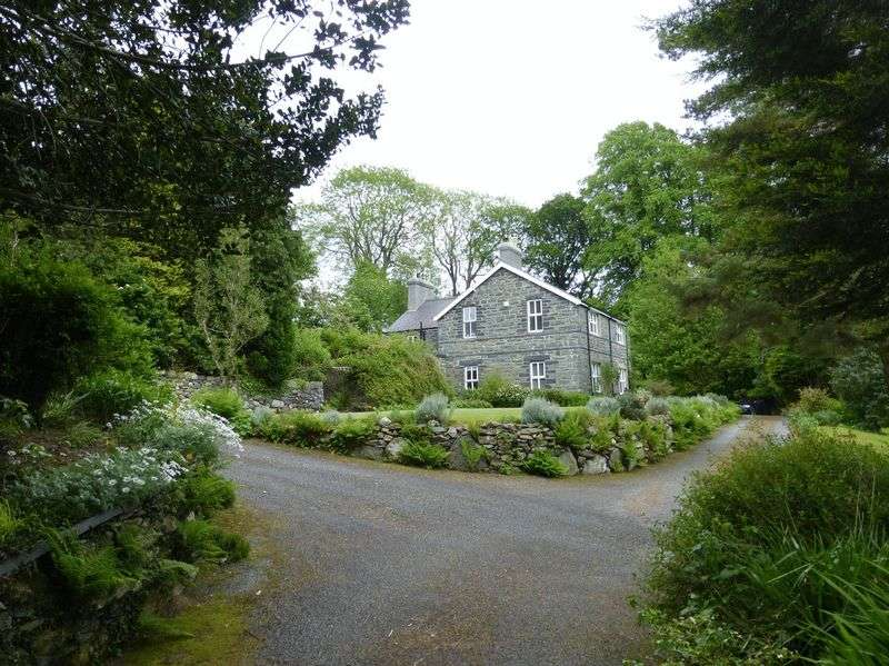 5 Bedrooms Detached House for sale in Capel Curig