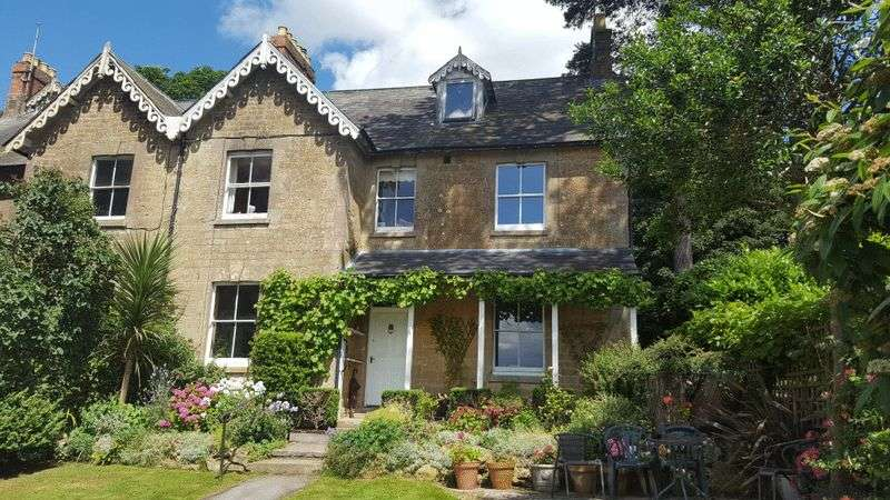 5 Bedrooms Terraced House for sale in Mount Pleasant, Crewkerne