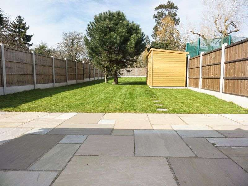 4 Bedrooms Detached House for sale in Bull Lane, Rayleigh, Essex