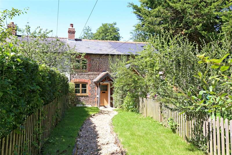 2 Bedrooms Terraced House for sale in Mint Road, Liss, Hampshire, GU33