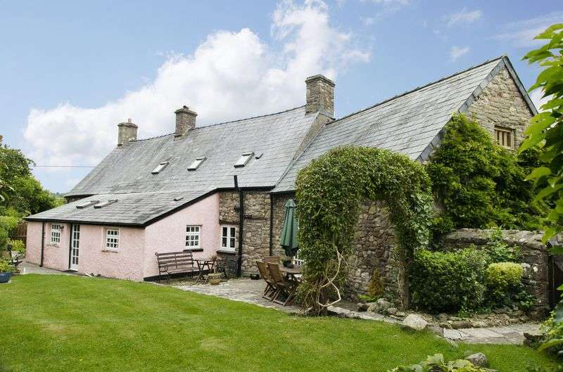 3 Bedrooms Detached House for sale in Llangattock, Crickhowell