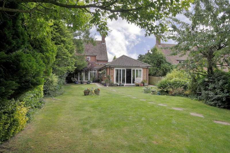 4 Bedrooms Semi Detached House for sale in Hill Meadow, Overton