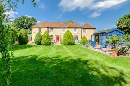 4 Bedrooms Detached House for sale in Tithe Road, Kempston, Bedford, Bedfordshire