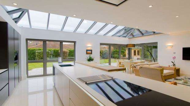 6 Bedrooms Detached House for sale in 1 Wayside Gardens, Gerrards Cross, Buckinghamshire, SL9 7NG
