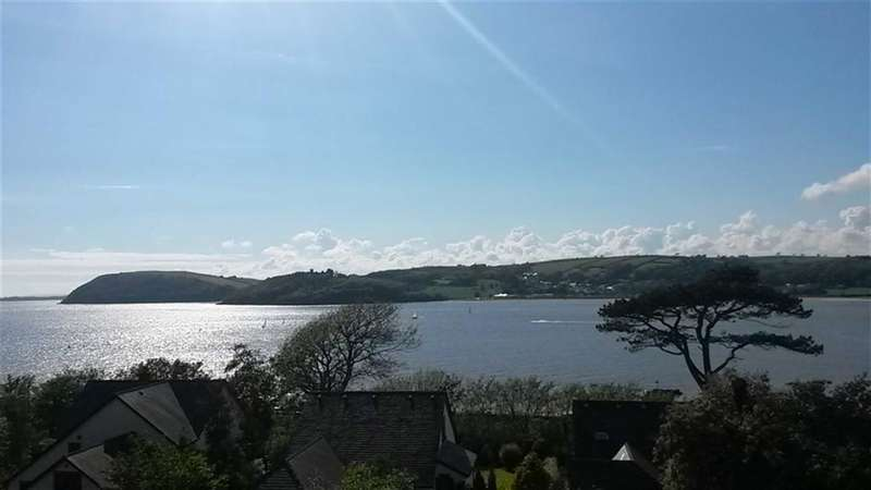 4 Bedrooms Flat for sale in Plas Caradog, Caradog Court, Ferryside