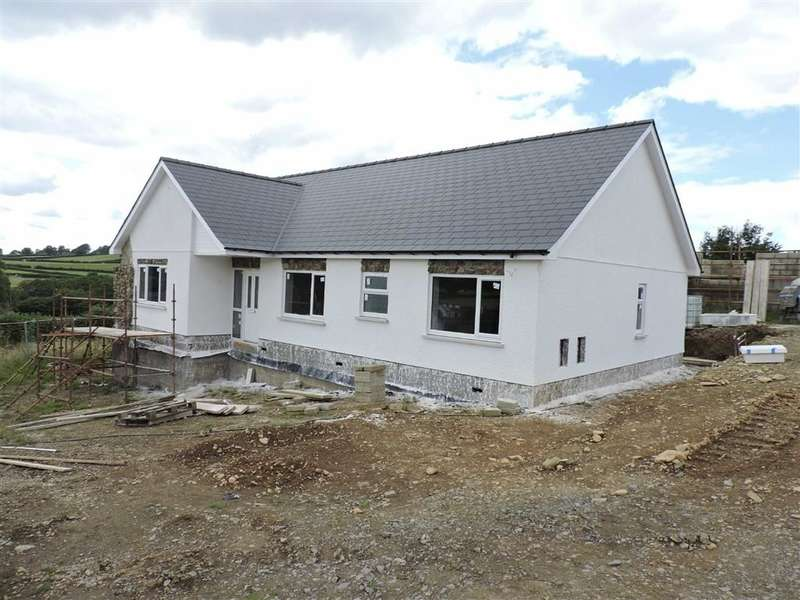 3 Bedrooms Property for sale in Llanllwni, Llanybydder