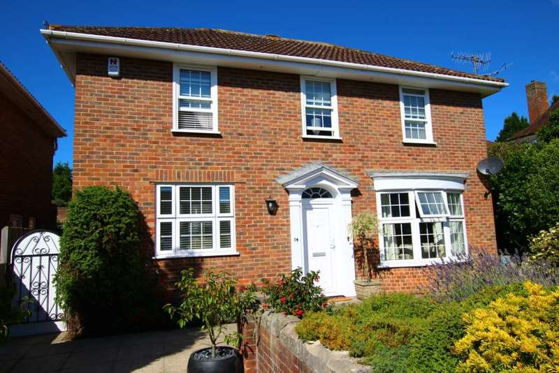 4 Bedrooms Detached House for sale in Beristede Close, Eastbourne, BN20 7EQ