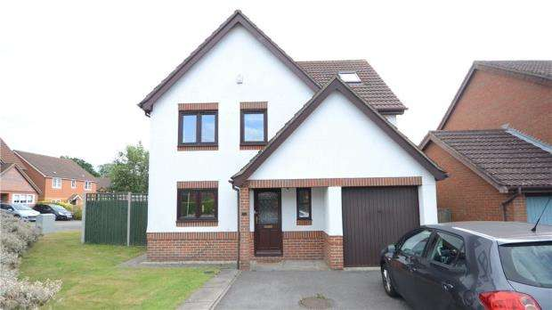 5 Bedrooms Detached House for sale in 31 Norfolk Chase, Warfield, RG42 3XN