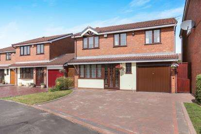 4 Bedrooms Detached House for sale in Willow Grove, Essington, Wolverhampton, Staffordshire