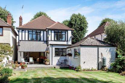 4 Bedrooms Detached House for sale in Gidea Park, Romford, Essex