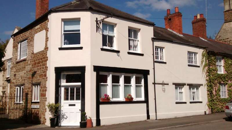 3 Bedrooms End Of Terrace House for sale in High Street, Finedon, Northamptonshire, NN9