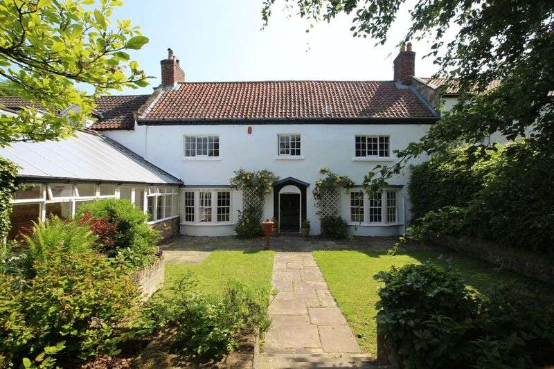 5 Bedrooms Detached House for sale in 71 Garth End Road, West Ayton YO13