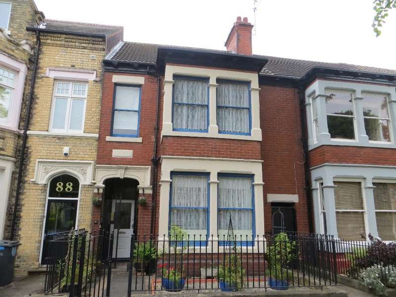 5 Bedrooms Terraced House for sale in Marlborough Avenue, Hull, HU5 3JT