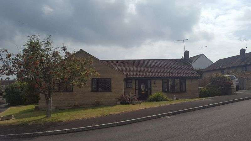 3 Bedrooms Detached Bungalow for sale in Rickhay Rise, Crewkerne
