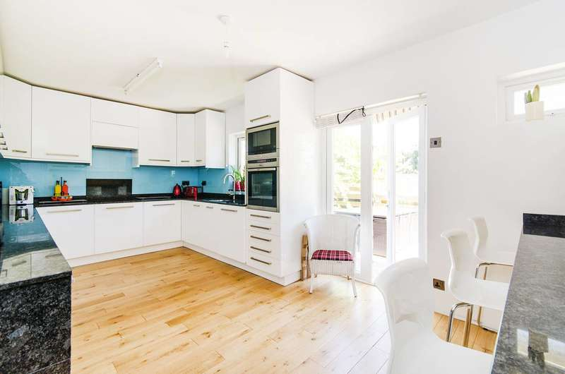 6 Bedrooms House for sale in Radcliffe Road, Harrow Weald, HA3