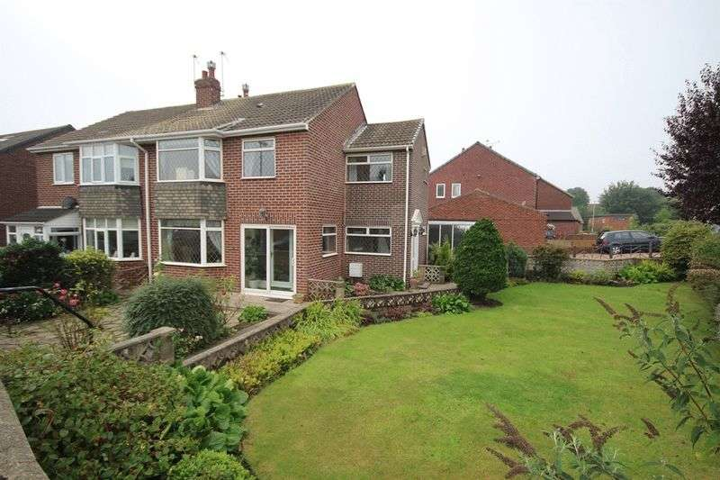 4 Bedrooms Semi Detached House for sale in Sandyacres Crescent, Leeds