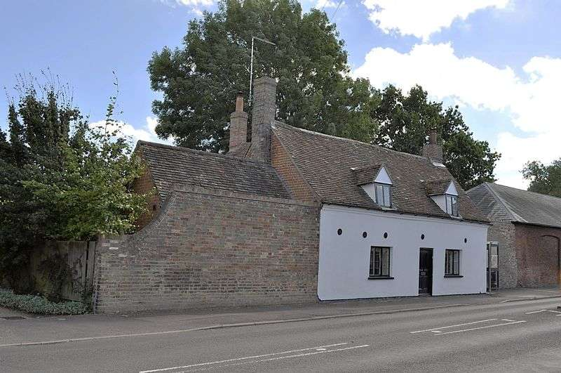 4 Bedrooms Detached House for sale in High Street, Offord Cluny
