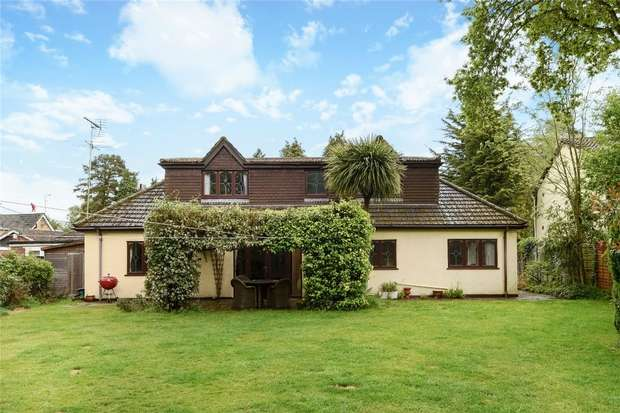 4 Bedrooms Detached House for sale in Kiln Ride, FINCHAMPSTEAD, Berkshire