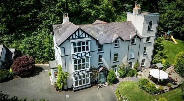 7 Bedrooms Detached House for sale in Rowen, Conwy