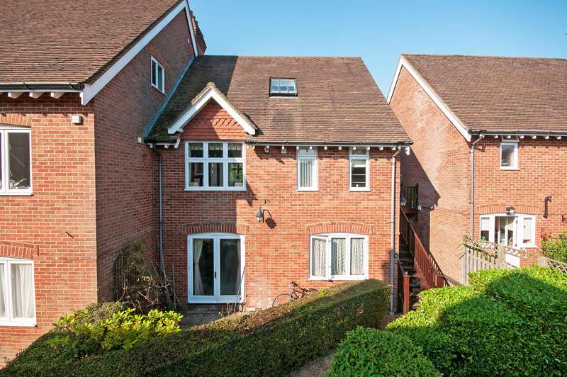 2 Bedrooms Apartment Flat for sale in Middle Street, Brockham, RH3